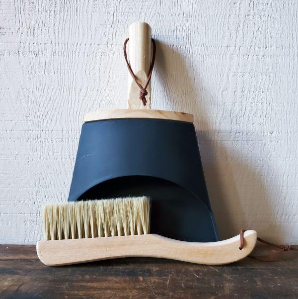 Home 1 decorative broom and dustpan wood black